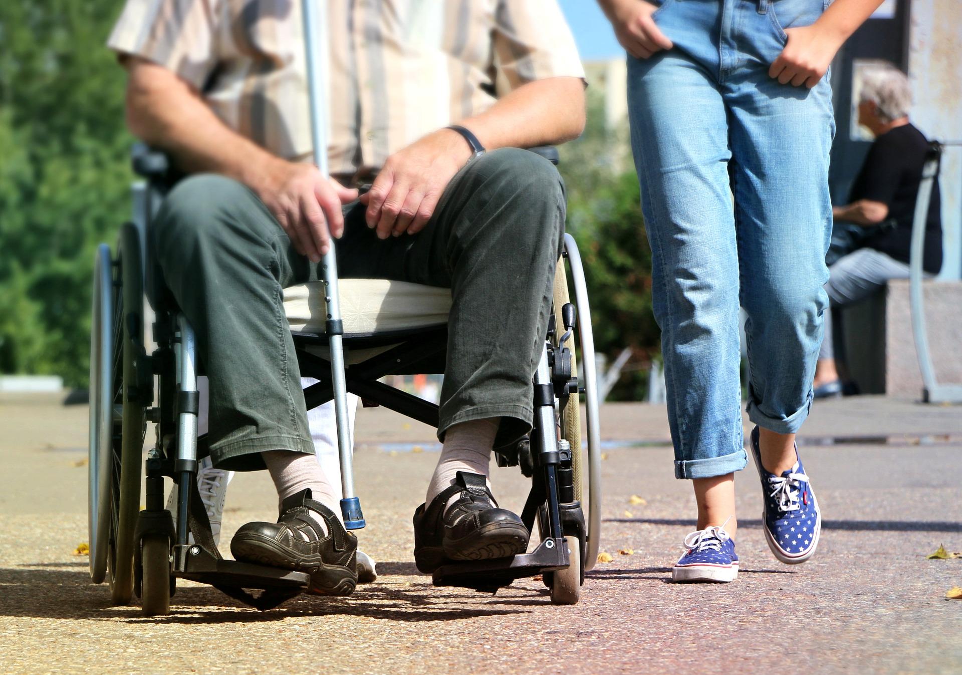 Zvišanje invalidnine in dodatka za tujo nego in pomoč